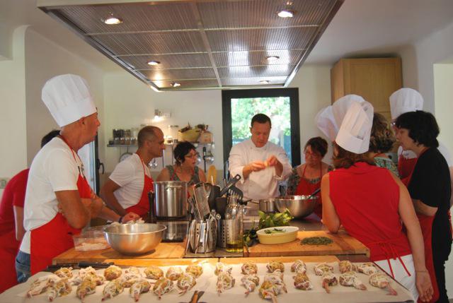 Les cours de cuisine de dominique bucaille la villa des for Offrir cours de cuisine